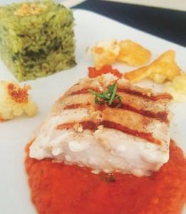 Gastronomía   Mero Pomodoro con Crujientes de Coliflor